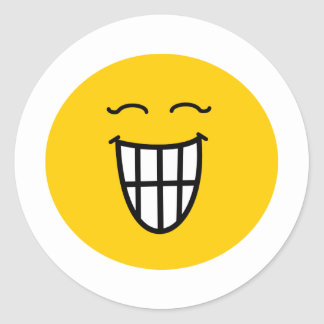 Smiley que ríe con sonrisa dentuda pegatinas redondas
