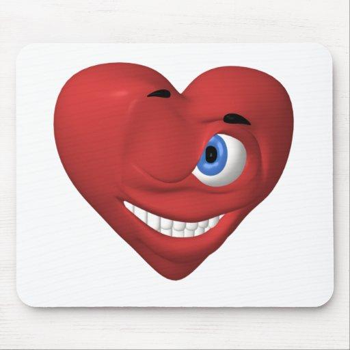 Smiley rojo del corazón que guiña en usted alfombrillas de ratón