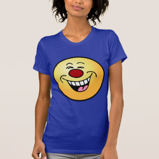 Smiley sonriente de la cara que imita camisas