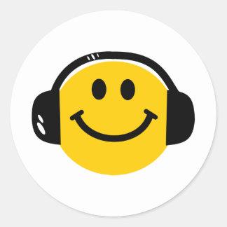 Smiley with headphones classic round sticker
