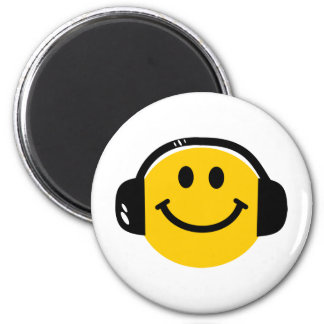 Smiley with headphones magnet