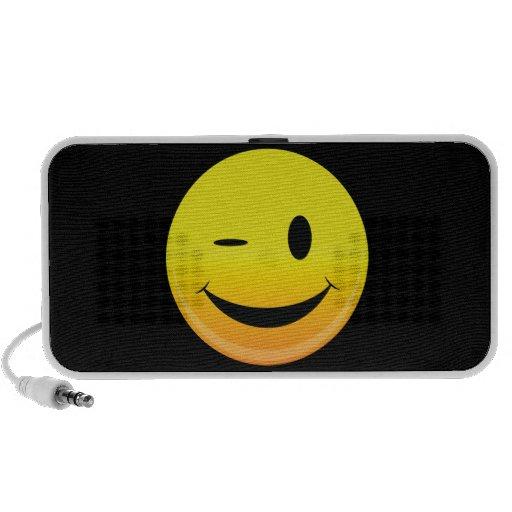 Smilie hace frente a guiño iPod altavoces