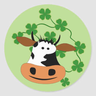 Smiling cow classic round sticker
