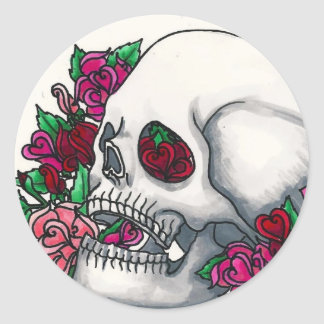 Smiling Skull with Roses, in Red, Pink and Peach Classic Round Sticker