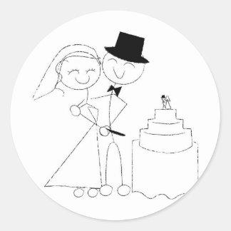 Smiling Stick Figure Couple Cuts Wedding Cake RSVP Classic Round Sticker