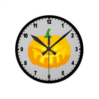 Smiling toothy Jack-O-'Lantern Round Clock