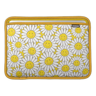 Smiling White Daisies Pattern MacBook Air Sleeve