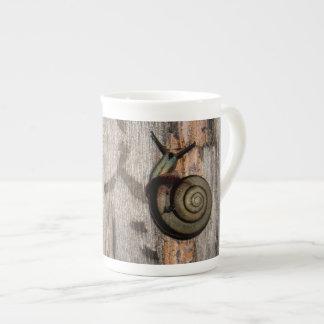 Snail mail Escargot en caligrafía asiática Taza De Porcelana