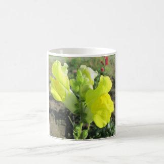 Snapdragon Yellow Flower Magic Mug