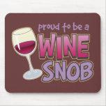 Snob orgulloso del vino tapetes de ratón