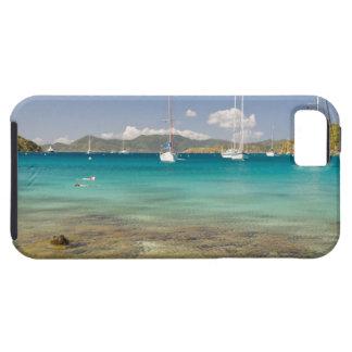 Snorkelers en la ensenada idílica de la ensenada funda para iPhone SE/5/5s