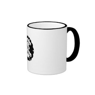Snow-covered three-tiered pine in rice cake ringer coffee mug