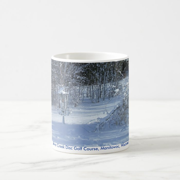 SNOW DISC GOLF Mug with disc in snow