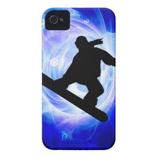 Snowboard azul de la nevada del remolino Case-Mate iPhone 4 fundas
