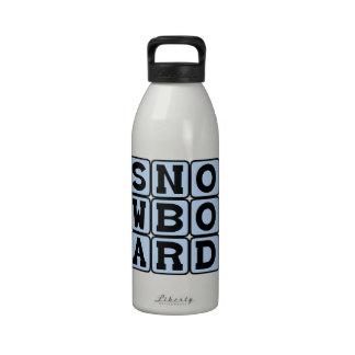 Snowboard, deporte de invierno botallas de agua