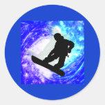 Snowboarder en la desorientación etiquetas redondas