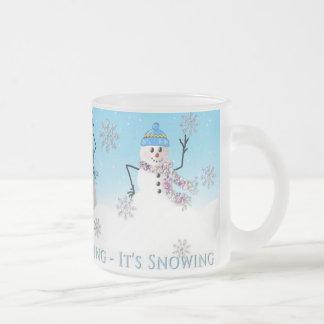 SNOWMAN MUG - THREE SNOW-PEOPLE - FROSTED MUG