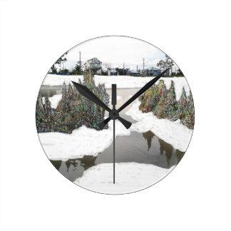 Snowtime Round Clock