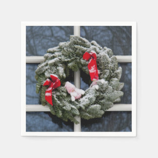 Snowy christmas wreath paper napkins