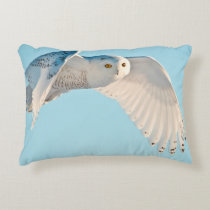 Snowy Owl in flight Decorative Pillow