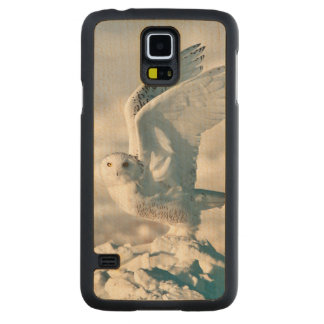 Snowy Owl taking off from snow Carved Maple Galaxy S5 Slim Case