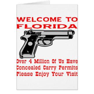Sobre 4 millones de nosotros han encubierto llevan tarjeta de felicitación