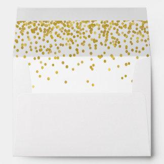 Sobre alineado confeti del oro