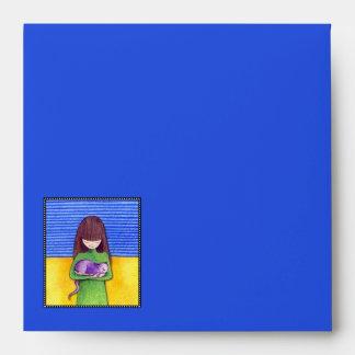 Sobre amarillo azul de la invitación de la abrazo