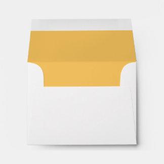Sobre amarillo de oro con seña preimpresa de encar