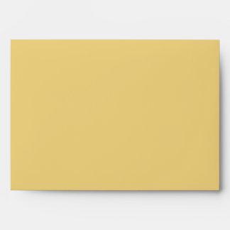 Sobre amarillo y rojo de la tarjeta de felicitació