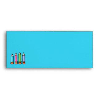 Sobre azul coloreado del papel con membrete de los