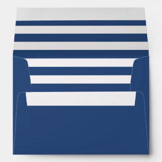 Sobre azul con un trazador de líneas rayado azul y