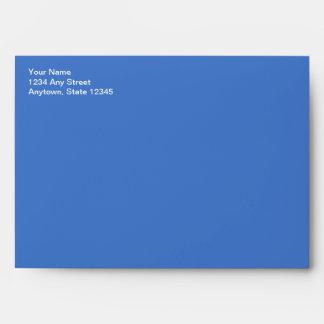 Sobre azul de la tarjeta de Navidad con el remite