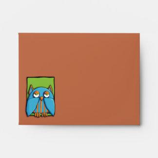 Sobre azul de la tarjeta de nota del marrón del ve