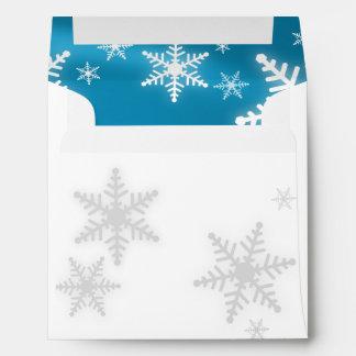 Sobre (azul) de los copos de nieve del navidad