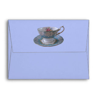 Sobre azul y blanco de la taza de té y del platill