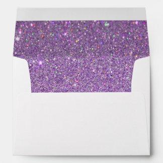 Sobre blanco, brillo púrpura alineado