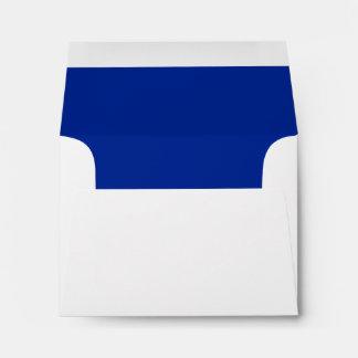 Sobre blanco de la tarjeta de nota del azul real