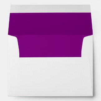 Sobre blanco, trazador de líneas púrpura