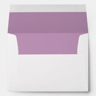 Sobre blanco, trazador de líneas púrpura de la lil