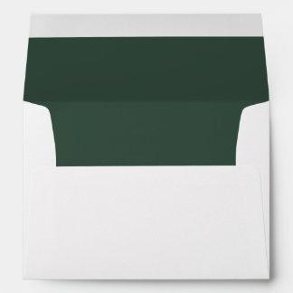 Sobre blanco, verde del pino alineado