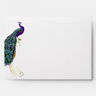 Sobre colorido elegante del boda del pavo real