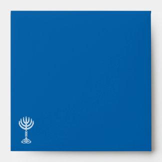 Sobre cuadrado azul de la invitación del adorno de