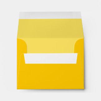Sobre de encargo amarillo con la dirección Pre-Imp