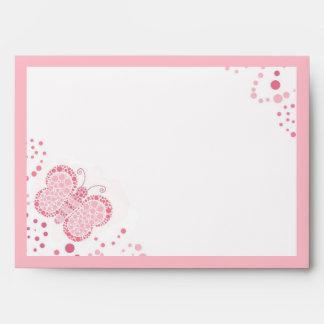 Sobre de encargo elegante de la mariposa rosada y