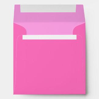 Sobre de encargo rosado cuadrado con el remite
