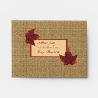 Sobre de la hoja del otoño para la tarjeta de cont