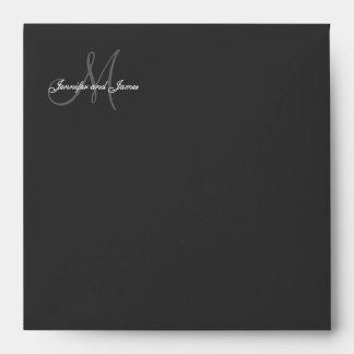 Sobre de la invitación del boda del negro del logo