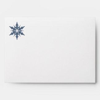 Sobre de las nevadas con los copos de nieve azules