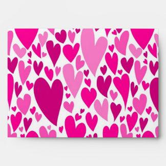 Sobre de los corazones de la tarjeta del día de Sa